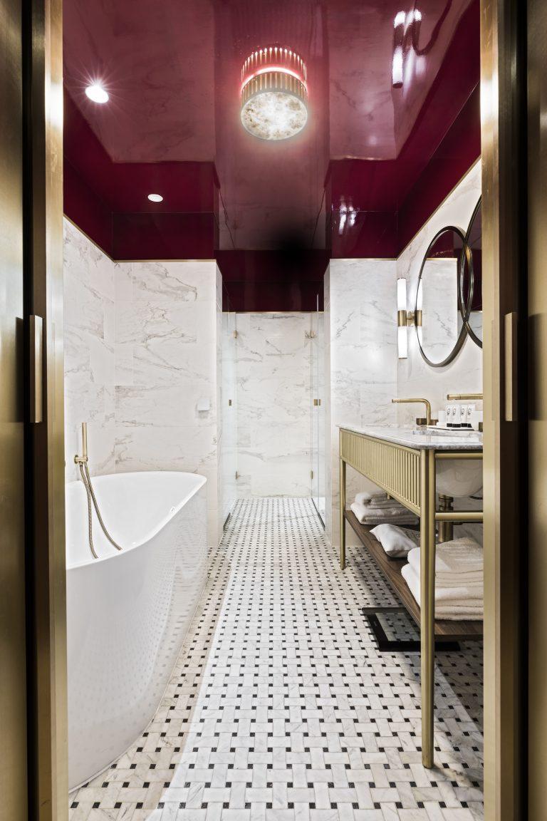Grand Powers_Junior Suite - Pink Bathroom