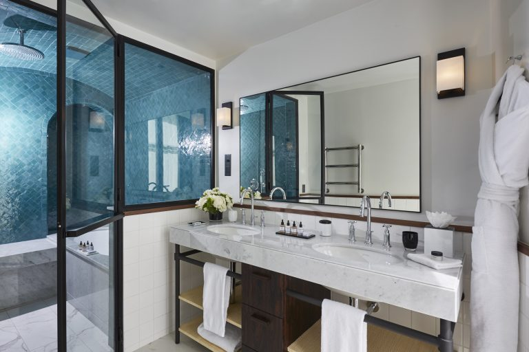 Le Roch Indulgence Suite bathroom 16212-HD