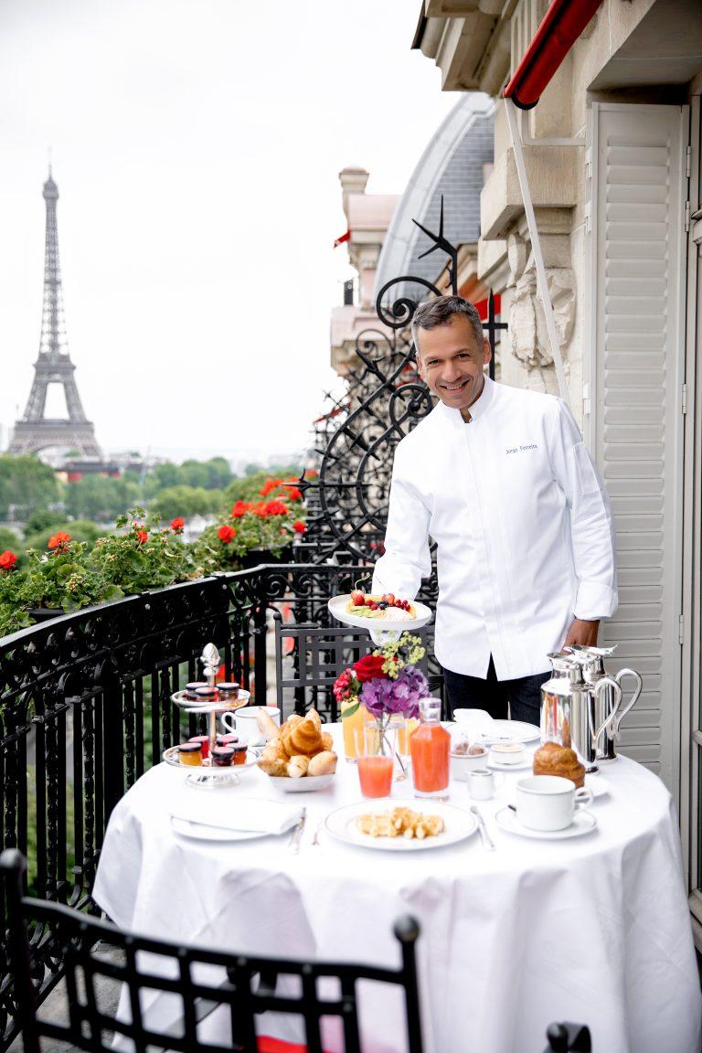hotel-plaza-athenee-balcony-breakfast