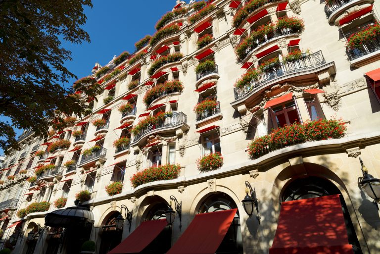 hotel-plaza-athenee-facade