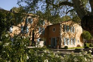 Baumanière_Le Manoir facade @ P. Schaff