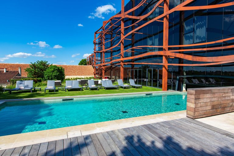 Chais Monnet_SWIMMING POOL EXTERIOR VIEW
