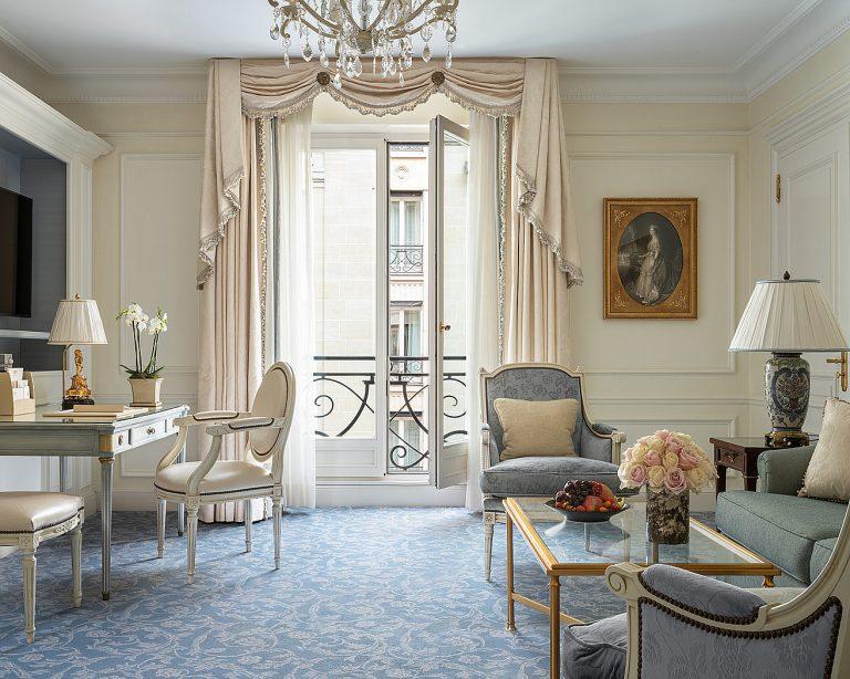 Four Seasons Suite - Living Room