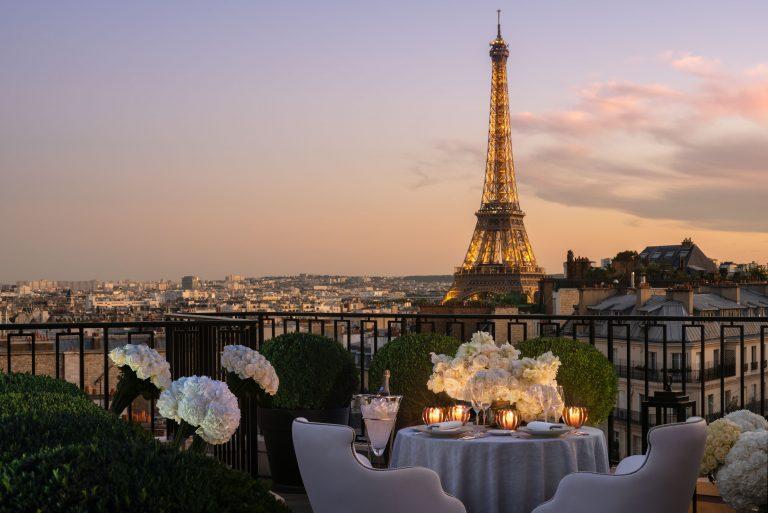 Four Seasons_Penthouse Dine In©Peter Vitale.jpg