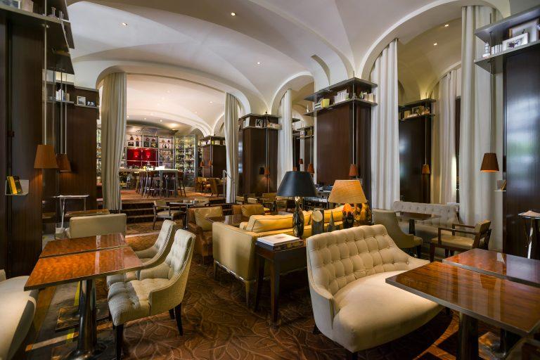 Le Royal Monceau - Raffles Paris_RM_Le_Bar_Long_2_HD(c)Romeo_Balancourt