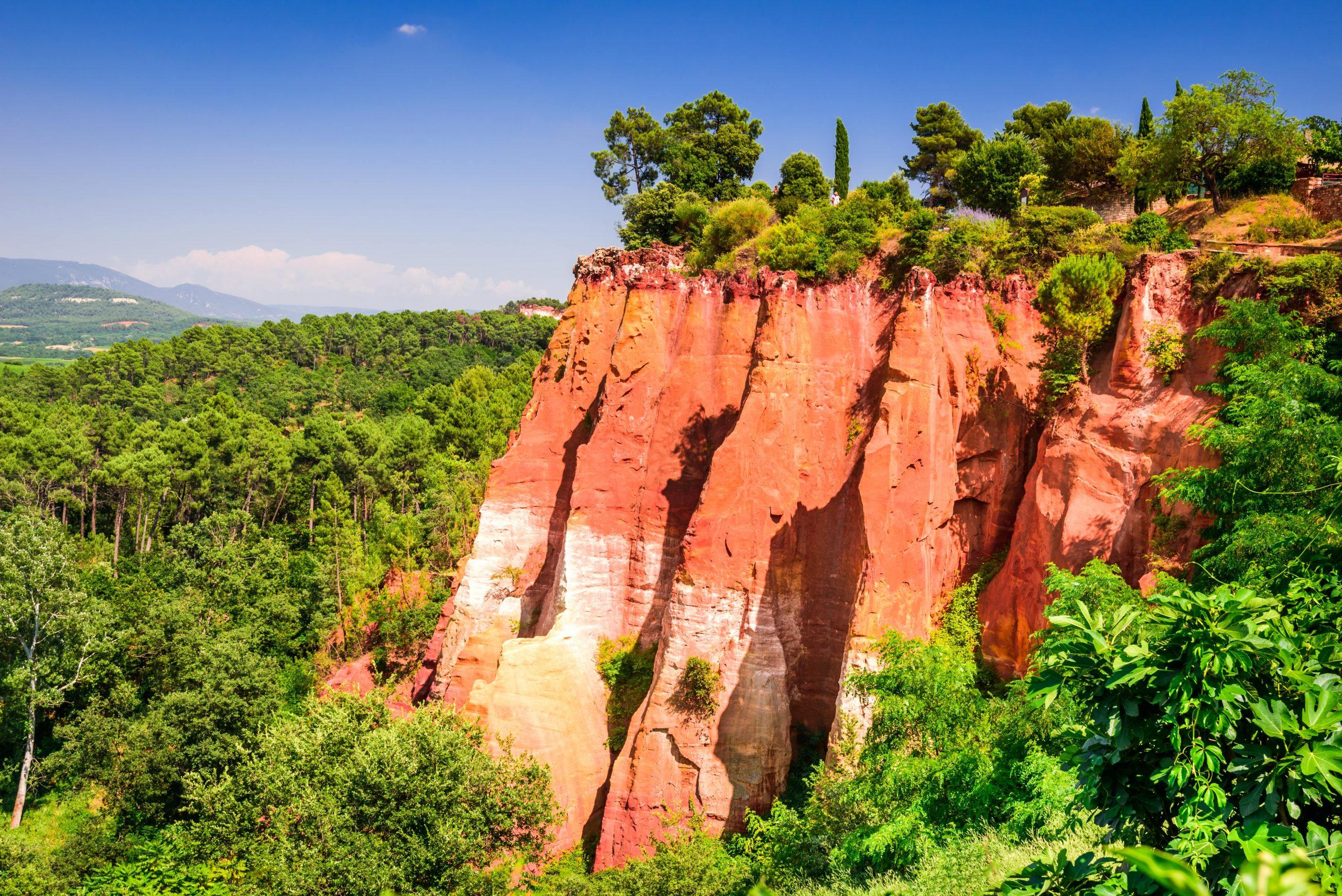 Roussillon-shutterstock_1140034757-min