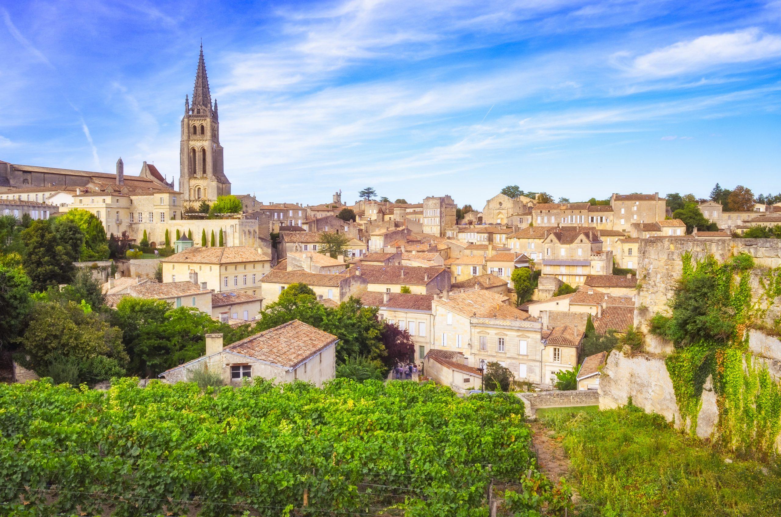 Colorful,Landscape,View,Of,Saint,Emilion,Village,In,Bordeaux,Region,
