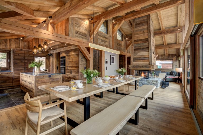 9 Chalets Dining table