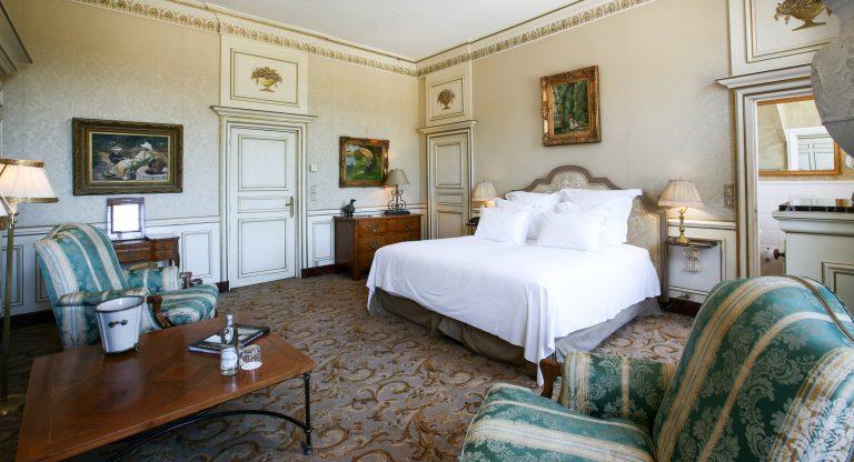 Chateau de Courcelles_Chambre n°5 Prestige - Vue sur le lit 4