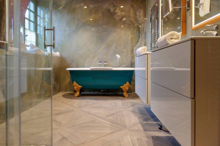 Chateau de Courcelles_Suite Marie-Louise - Vue sur la salle de bain 1