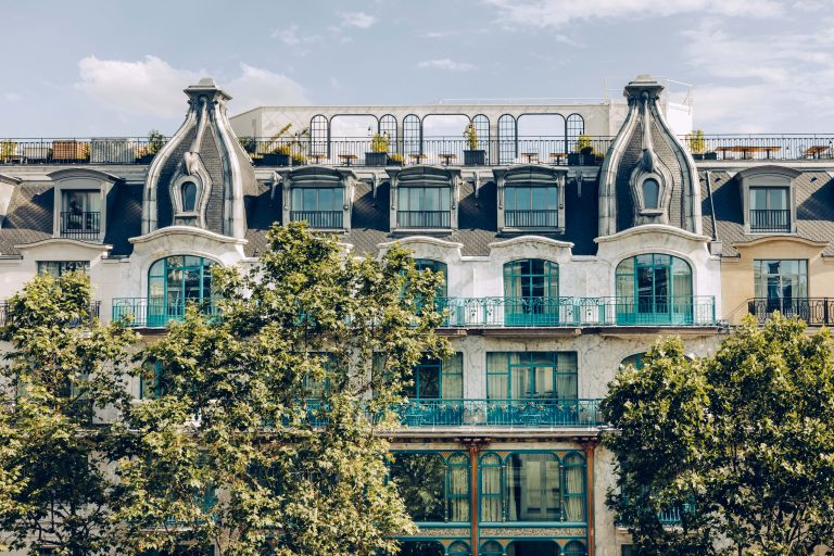 KimptonStHonore_Facade_Exterior_Day ©Jerome_Galland-min