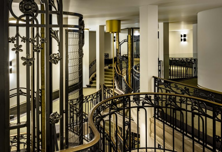 KimptonStHonore_Staircase_3 ©Jerome_Galland-min