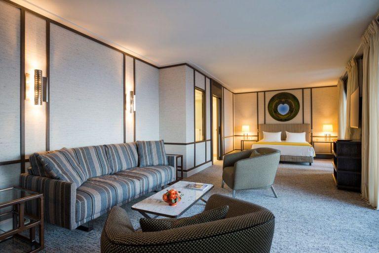 Suite-salon-decoration-jacques-grange-Villa-Maïa-Ho…milleMoirenc