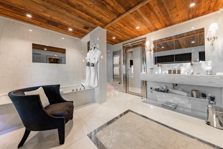 Ultima Megève Bathroom Master Suite - ©Igor Laski